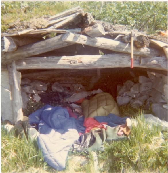 Overnatting i Lomsdal-Visten bygger på det enkle. Her et bidle fra naustet som sto ved Nedre Breivatn (foto: Kjell